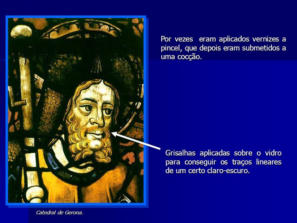 Catedral de Gerona. Por vezes eram aplicados vernizes a pincel, que depois eram submetidos a uma cocção. Grisalhas aplicadas sobre o vidro para conseg