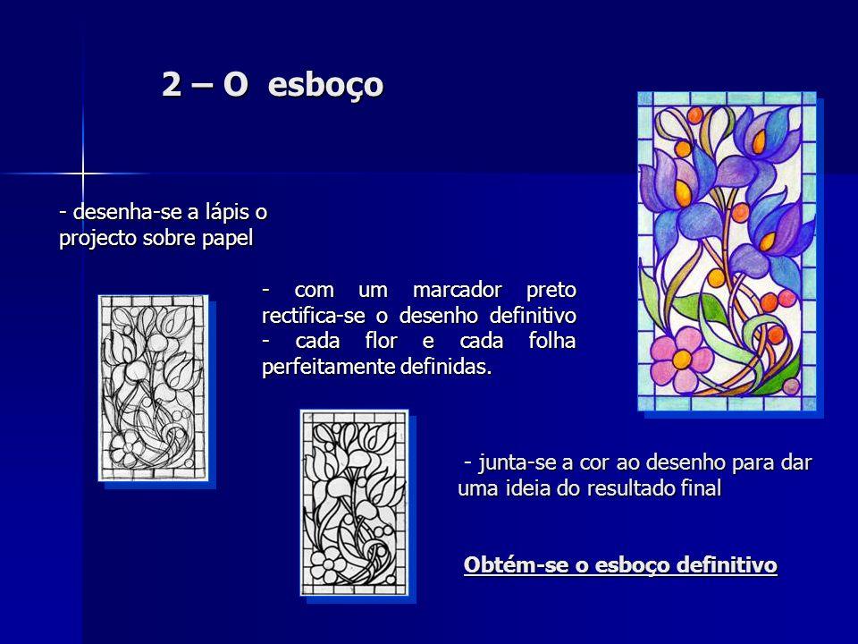 2 – O esboço - desenha-se a lápis o projecto sobre papel - com um marcador preto rectifica-se o desenho definitivo - cada flor e cada folha perfeitame