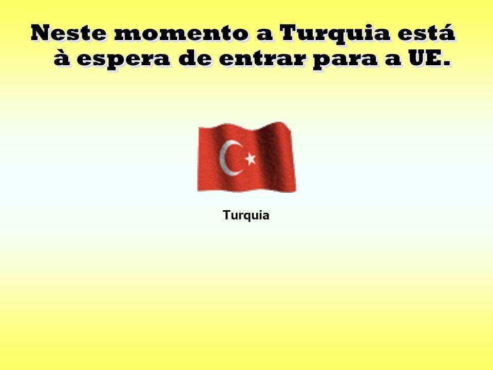 A Bulgária e a Roménia aderiram à UE em 1 de Janeiro de 2007(Europa dos vinte e sete). A Bulgária e a Roménia aderiram à UE em 1 de Janeiro de 2007(Eu
