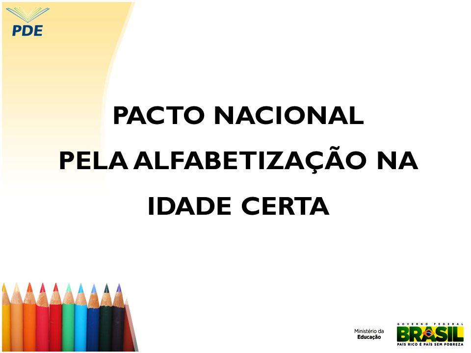 Concepções de alfabetização e letramento Para tanto, Soares (2004) propõe reinventar a alfabetização, isso é, defende o trabalho específico de ensino do Sistema de Escrita Alfabética inserido em práticas de letramento.
