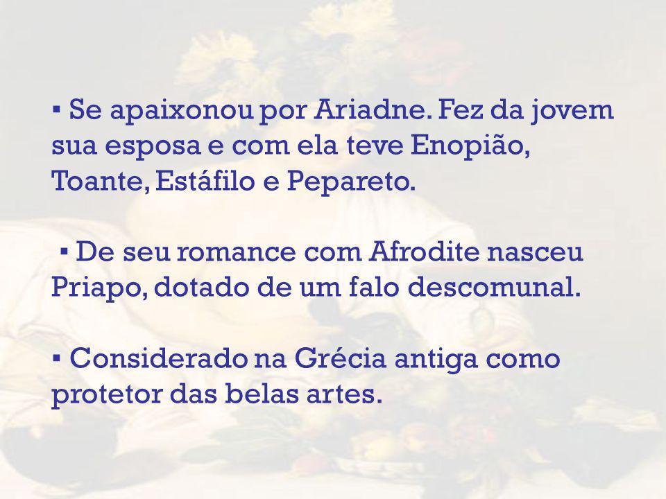Se apaixonou por Ariadne. Fez da jovem sua esposa e com ela teve Enopião, Toante, Estáfilo e Pepareto. De seu romance com Afrodite nasceu Priapo, dota