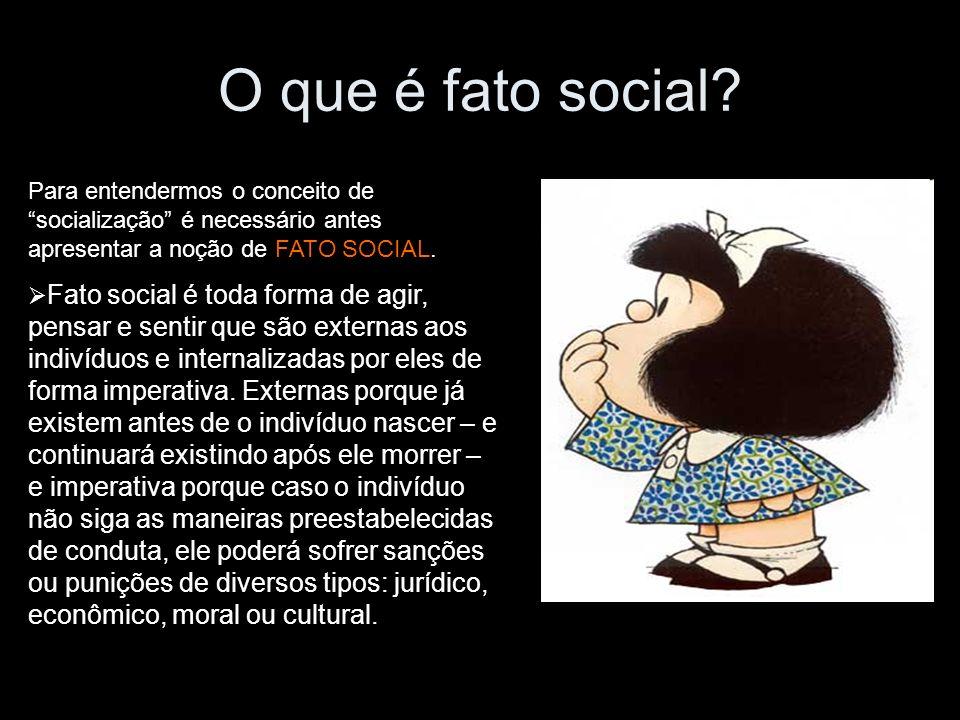 O que é fato social? Para entendermos o conceito de socialização é necessário antes apresentar a noção de FATO SOCIAL. Fato social é toda forma de agi