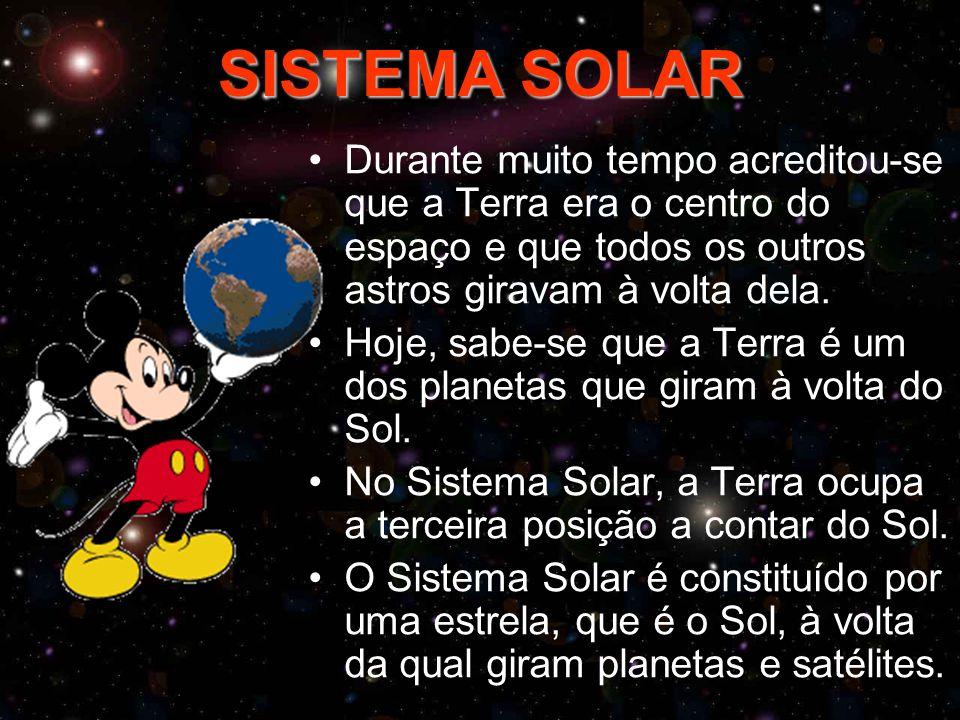 SISTEMA SOLAR Durante muito tempo acreditou-se que a Terra era o centro do espaço e que todos os outros astros giravam à volta dela. Hoje, sabe-se que