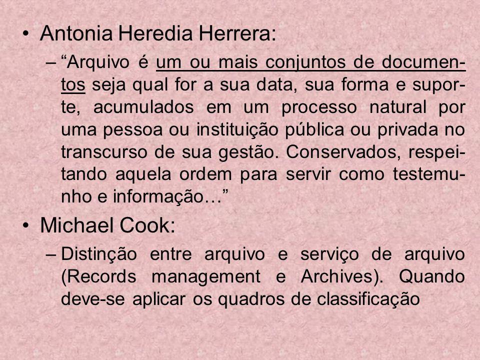 Antonia Heredia Herrera: –Arquivo é um ou mais conjuntos de documen- tos seja qual for a sua data, sua forma e supor- te, acumulados em um processo na