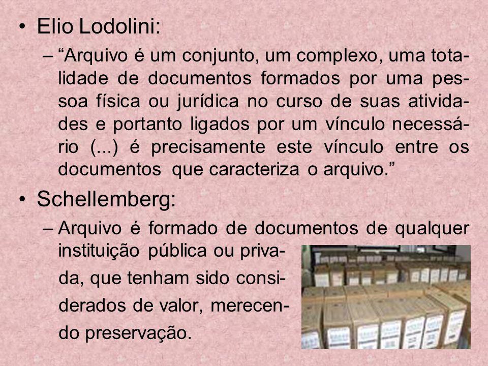 Elio Lodolini: –Arquivo é um conjunto, um complexo, uma tota- lidade de documentos formados por uma pes- soa física ou jurídica no curso de suas ativi