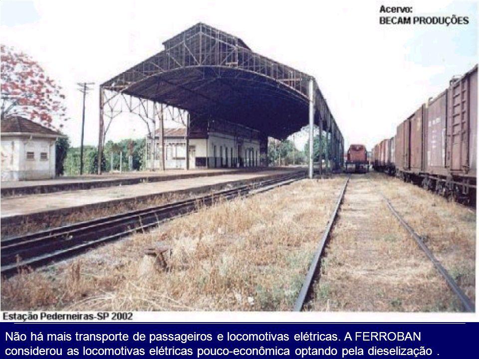 1993 PEDERNEIRAS SP, Região de Jaú, Tronco Oeste da antiga Cia. Paulista Trem de Passageiros tracionado por uma locomotiva V-8, nos tempos da FEPASA
