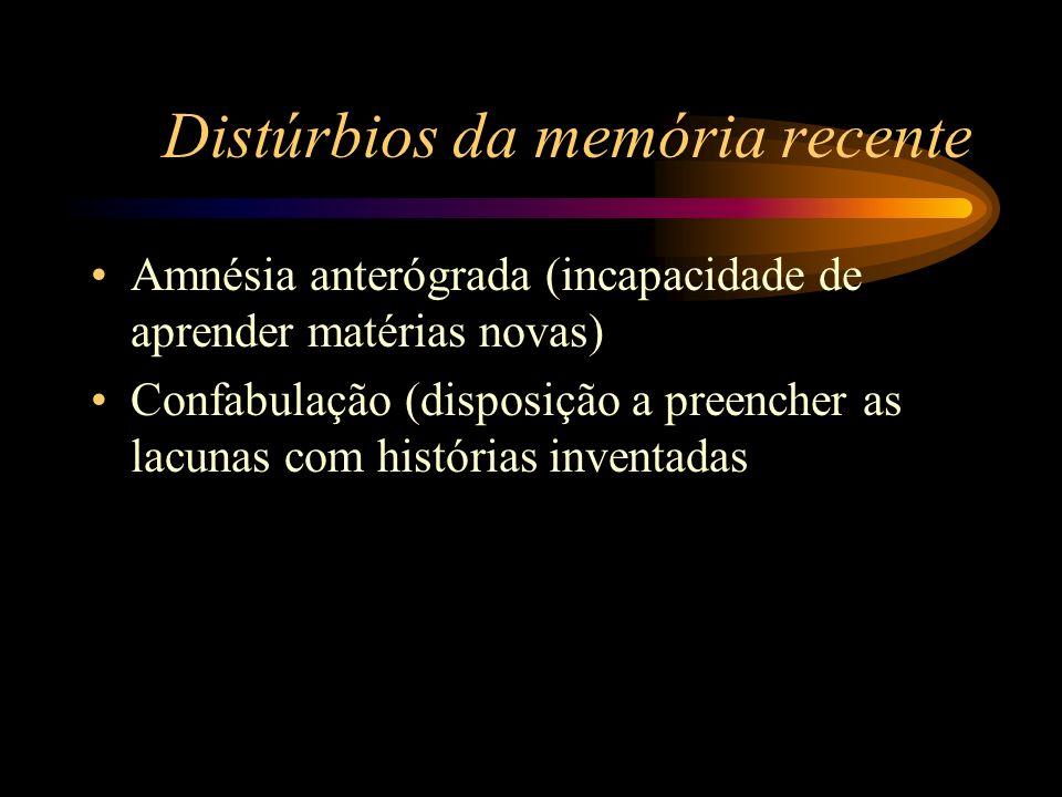 Distúrbios da memória recente Amnésia anterógrada (incapacidade de aprender matérias novas) Confabulação (disposição a preencher as lacunas com histór