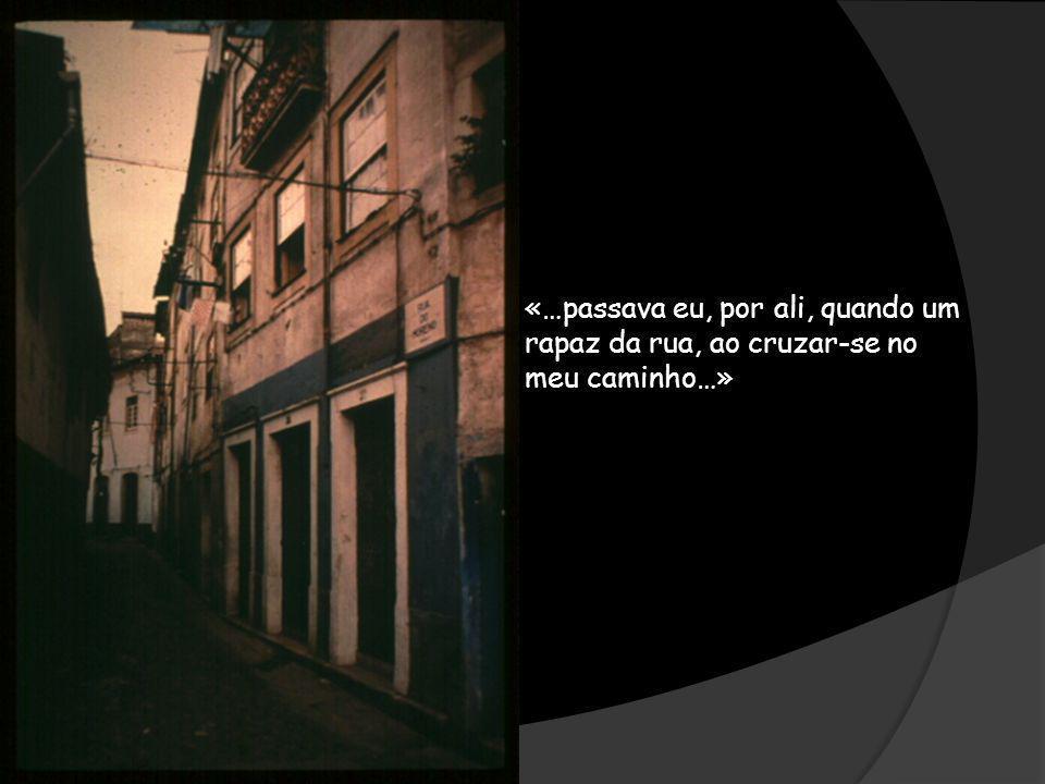 «…passava eu, por ali, quando um rapaz da rua, ao cruzar-se no meu caminho…»