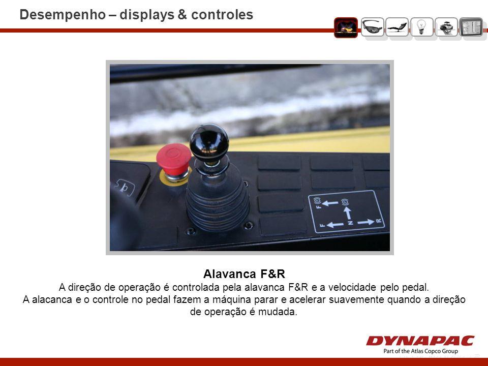 Conforto do Operador Plataforma do operador A confortável plataforma de operação, com assento que gira e desliza lateralmente, é equipada com display, acelerador, freio no pedal, alavanca F&R e de mudança.