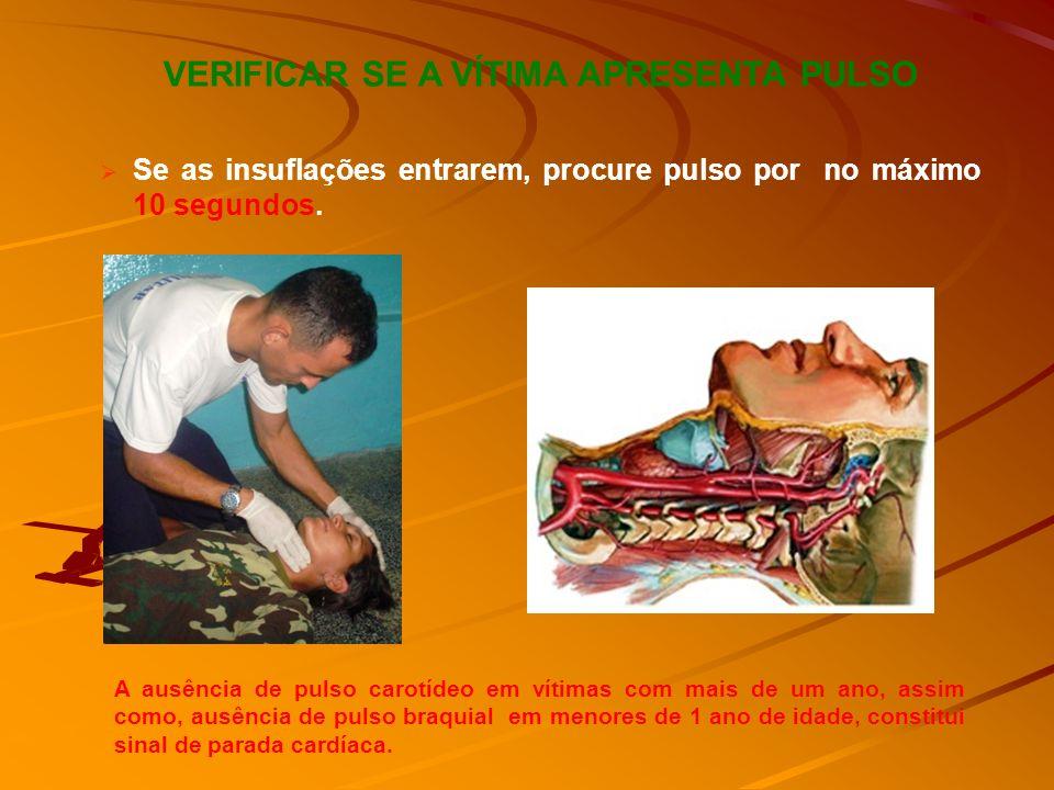 Após executar as duas ventilações, o paciente é avaliado quanto à presença de pulso arterial central. O pulso carotídeo é o de escolha, embora o pulso