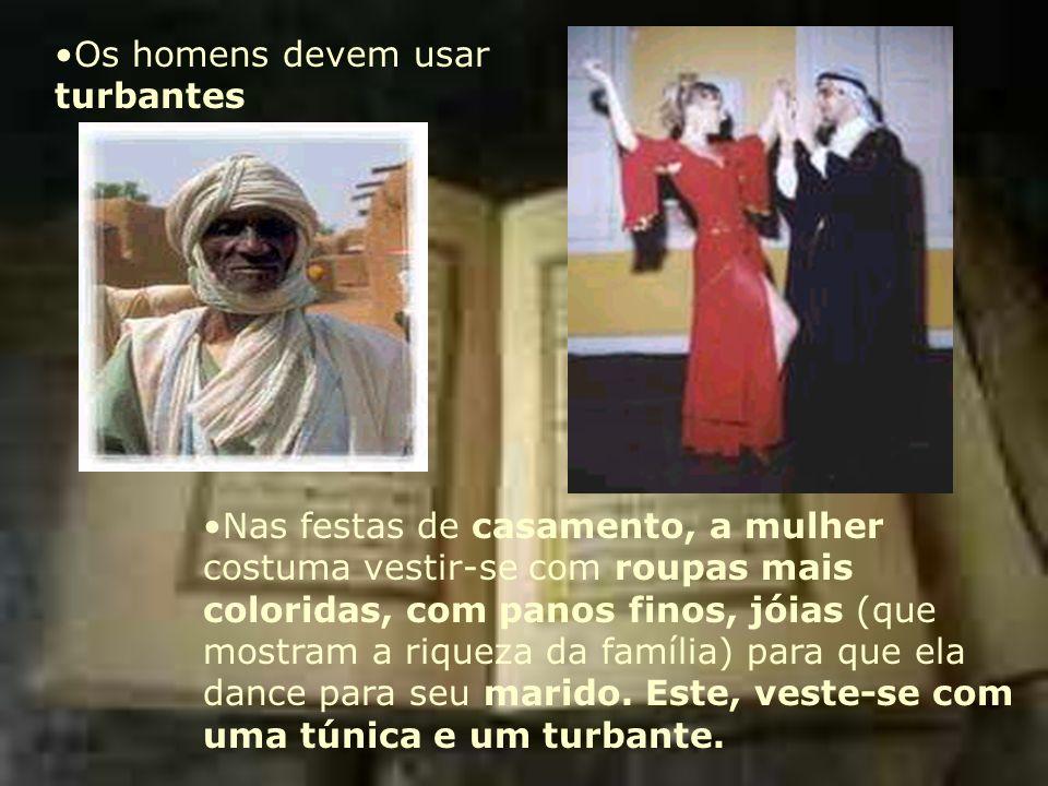 Os homens devem usar turbantes Nas festas de casamento, a mulher costuma vestir-se com roupas mais coloridas, com panos finos, jóias (que mostram a ri