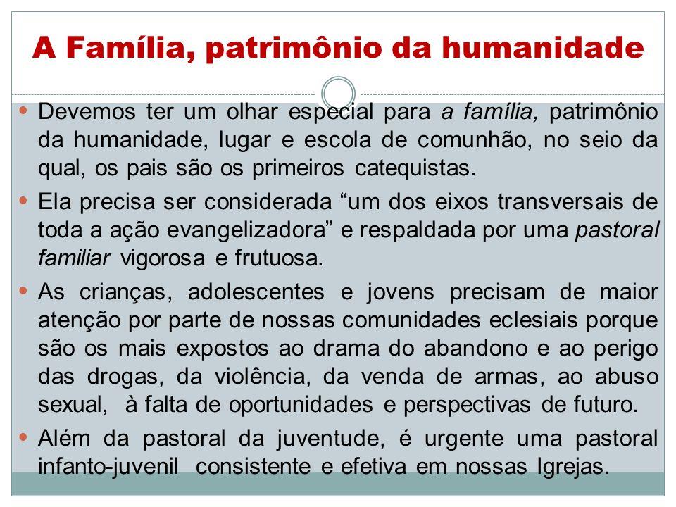 A Família, patrimônio da humanidade Devemos ter um olhar especial para a família, patrimônio da humanidade, lugar e escola de comunhão, no seio da qua