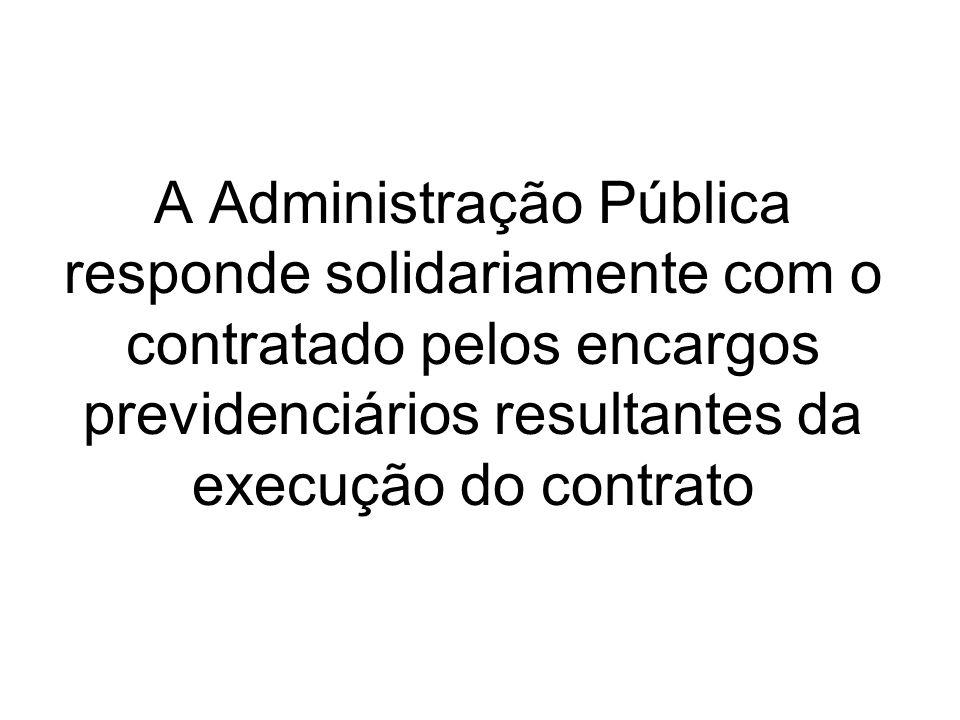 A Administração Pública responde solidariamente com o contratado pelos encargos previdenciários resultantes da execução do contrato