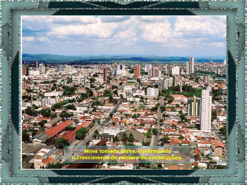 Vista parcial, aérea, mostrando o crescimento da Cidade...