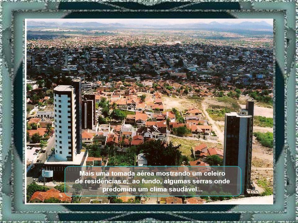 Outra vista aérea mostrando, ao fundo, suas vias de acesso a outros municípios...
