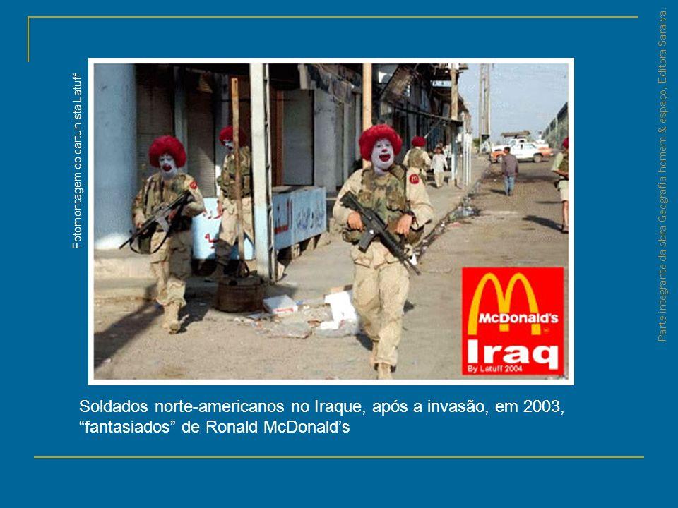 Parte integrante da obra Geografia homem & espaço, Editora Saraiva. Soldados norte-americanos no Iraque, após a invasão, em 2003, fantasiados de Ronal