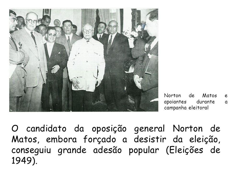 Norton de Matos e apoiantes durante a campanha eleitoral O candidato da oposição general Norton de Matos, embora forçado a desistir da eleição, conseg
