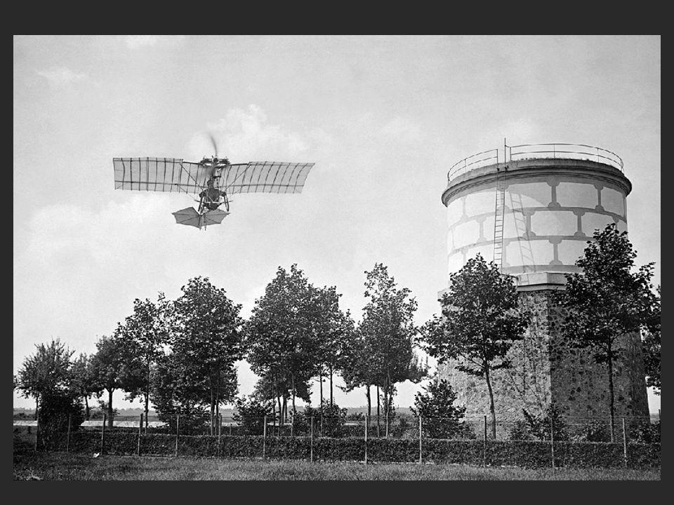 Foi a mais fantástica máquina inventada por Santos Dumont. Levantava vôo em apenas dez metros e bateu todos os recordes da época (1908).