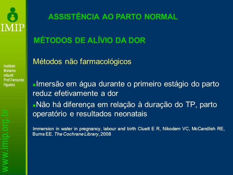 ASSISTÊNCIA AO PARTO NORMAL MÉTODOS DE ALÍVIO DA DOR Métodos não farmacológicos Imersão em água durante o primeiro estágio do parto reduz efetivamente