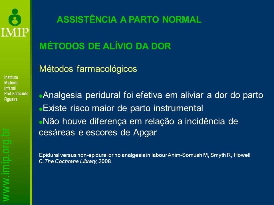 Métodos farmacológicos Analgesia peridural foi efetiva em aliviar a dor do parto Existe risco maior de parto instrumental Não houve diferença em relaç