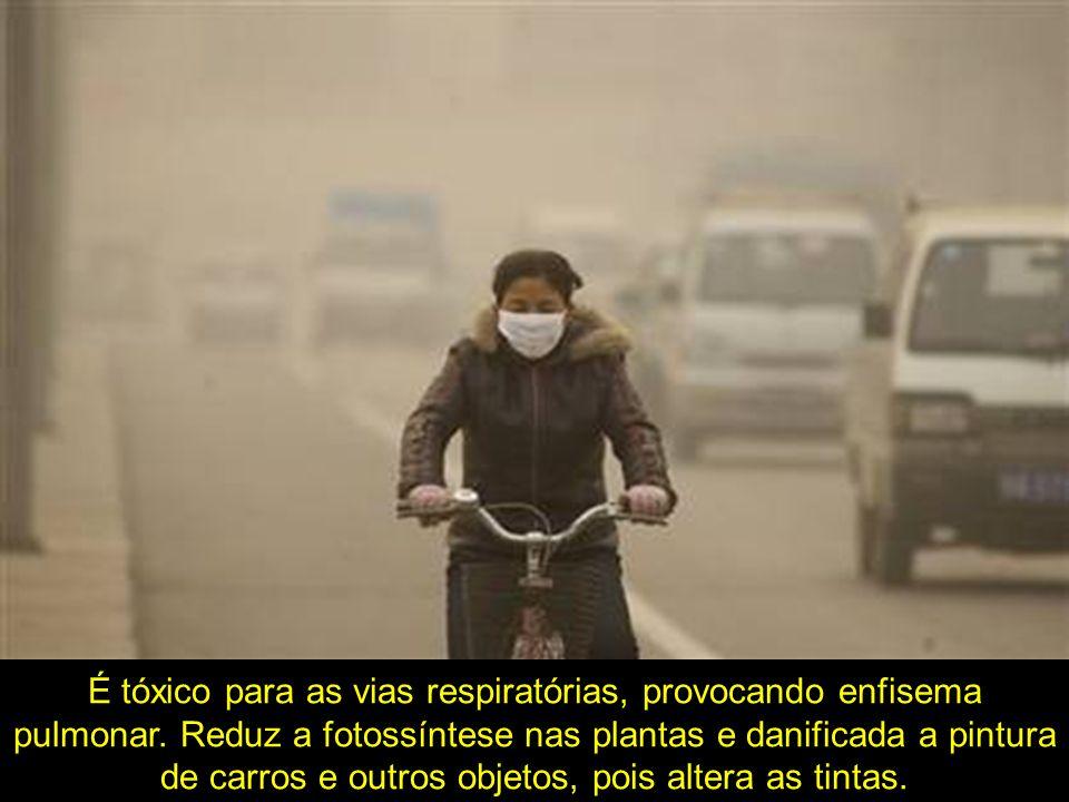 É tóxico para as vias respiratórias, provocando enfisema pulmonar. Reduz a fotossíntese nas plantas e danificada a pintura de carros e outros objetos,