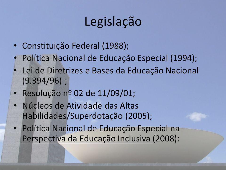 Legislação Constituição Federal (1988); Política Nacional de Educação Especial (1994); Lei de Diretrizes e Bases da Educação Nacional (9.394/96) ; Res