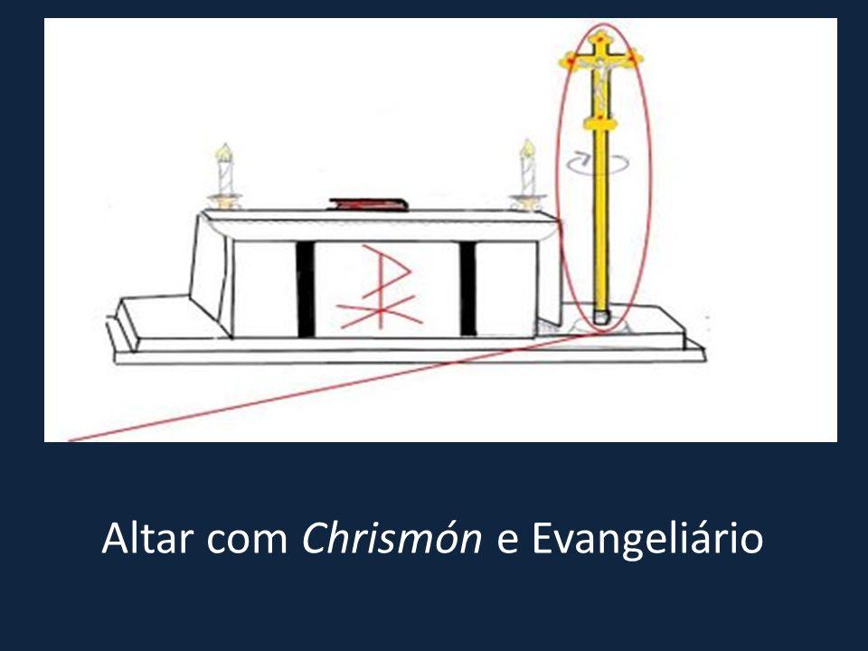 Altar com Chrismón e Evangeliário