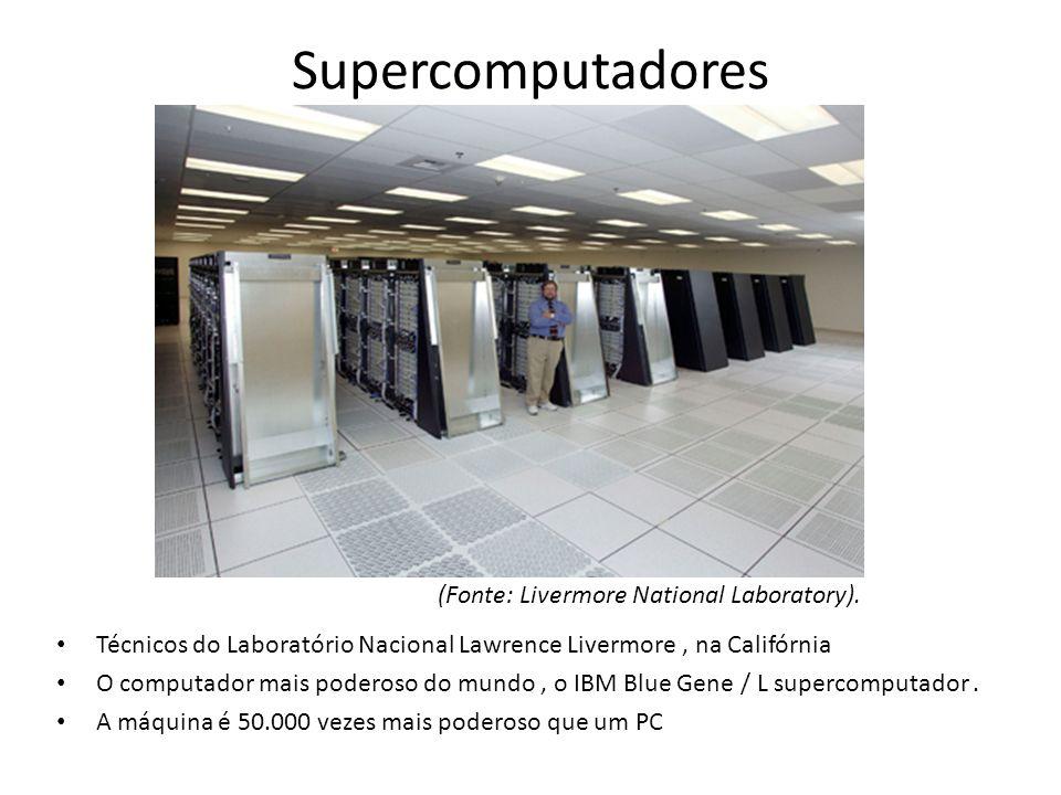 Supercomputadores Técnicos do Laboratório Nacional Lawrence Livermore, na Califórnia O computador mais poderoso do mundo, o IBM Blue Gene / L supercom