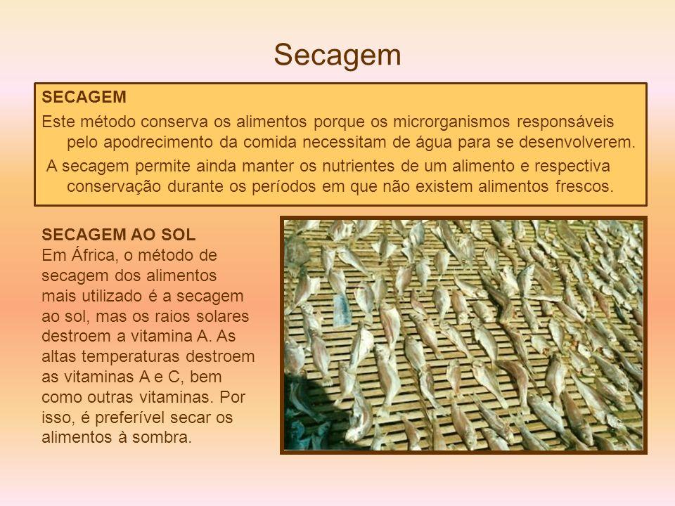 Secagem SECAGEM Este método conserva os alimentos porque os microrganismos responsáveis pelo apodrecimento da comida necessitam de água para se desenv