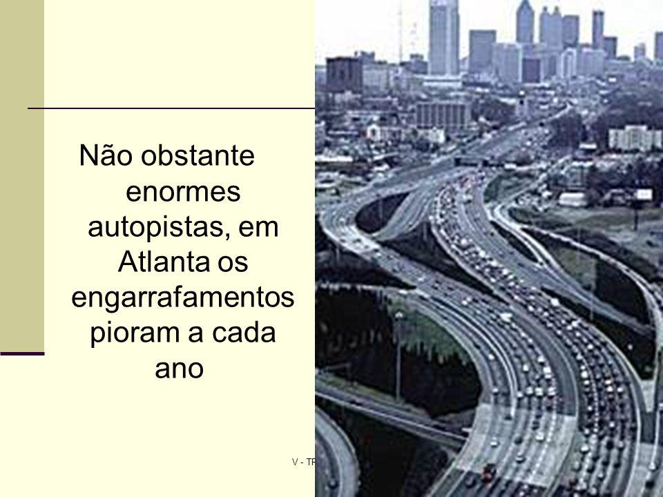 V - TRANSPORTE URBANO7 Más infraestructura vial trae más embotellamientos Resolver los embotellamientos de tráfico con más autopistas es como tratar de apagar un fuego con gasolina