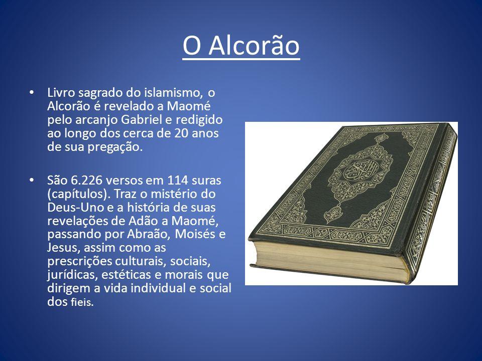 O Alcorão Livro sagrado do islamismo, o Alcorão é revelado a Maomé pelo arcanjo Gabriel e redigido ao longo dos cerca de 20 anos de sua pregação. São