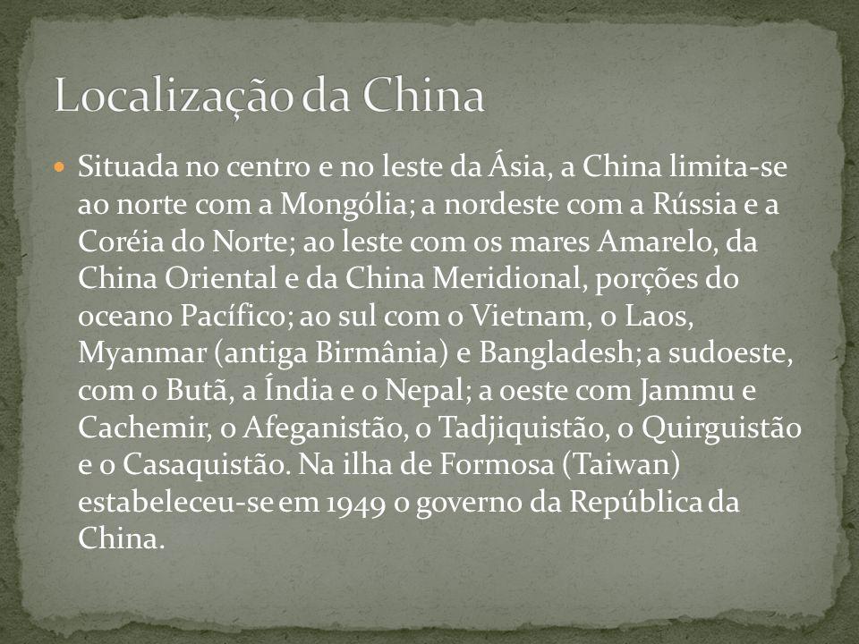 Situada no centro e no leste da Ásia, a China limita-se ao norte com a Mongólia; a nordeste com a Rússia e a Coréia do Norte; ao leste com os mares Am