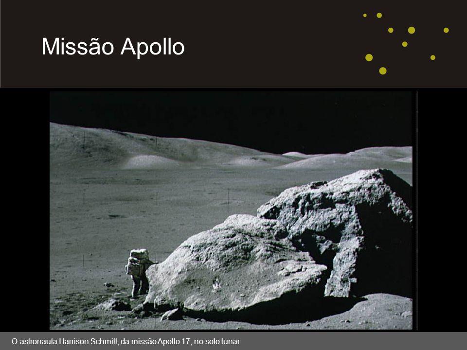 Área reservada para imagem; substituir box branco por imagem. Missão Apollo O astronauta Harrison Schmitt, da missão Apollo 17, no solo lunar