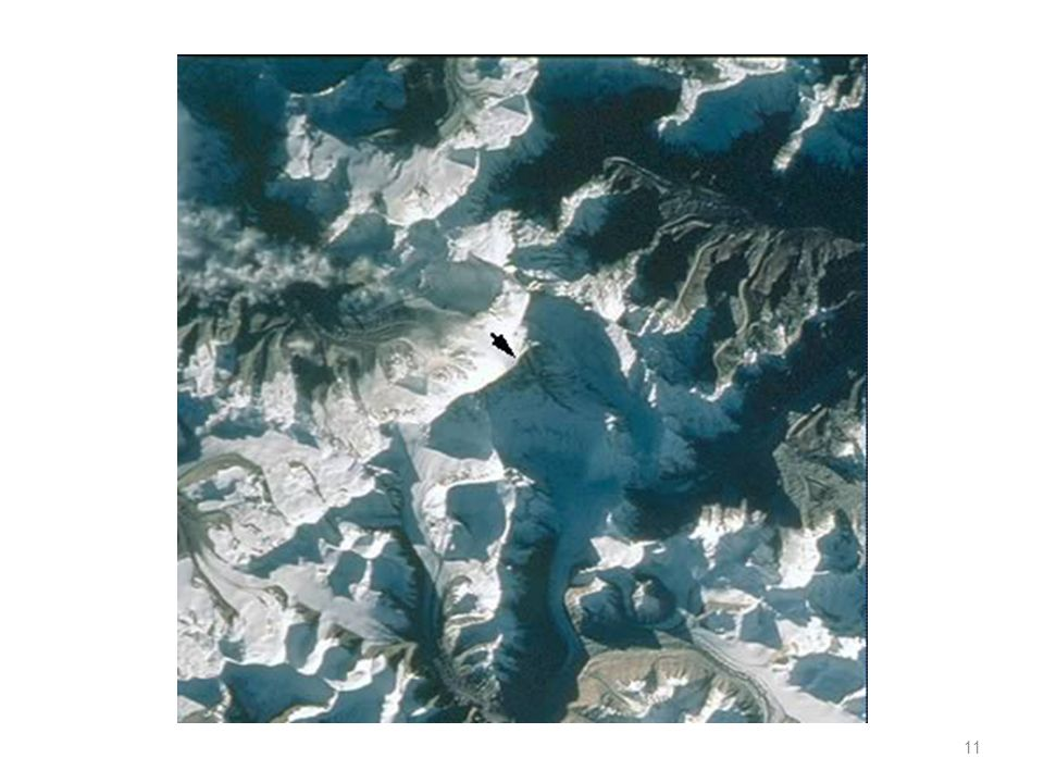 Monte Everest O mapas topográfico do Monte Everest (em cima) e a imagem do monte vista de satélite (em baixo) devidamente indicada com a seta. 10