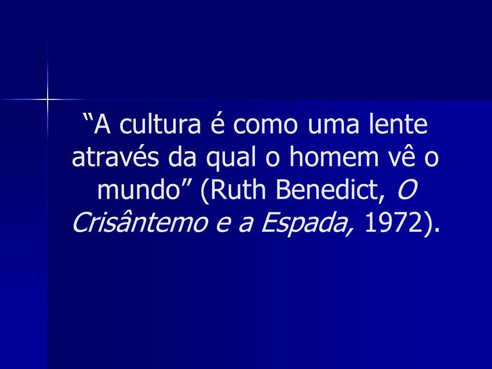 Os indivíduos participam diferentemente de sua cultura Ninguém é capaz de participar de todos os elementos de sua cultura.
