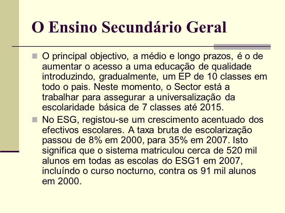 O Ensino Secundário Geral O principal objectivo, a médio e longo prazos, é o de aumentar o acesso a uma educação de qualidade introduzindo, gradualmen