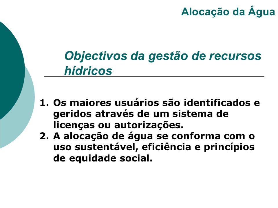 1.Os maiores usuários são identificados e geridos através de um sistema de licenças ou autorizações. 2.A alocação de água se conforma com o uso susten