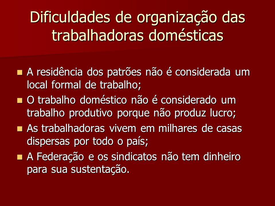 Dificuldades de organização das trabalhadoras domésticas A residência dos patrões não é considerada um local formal de trabalho; A residência dos patr