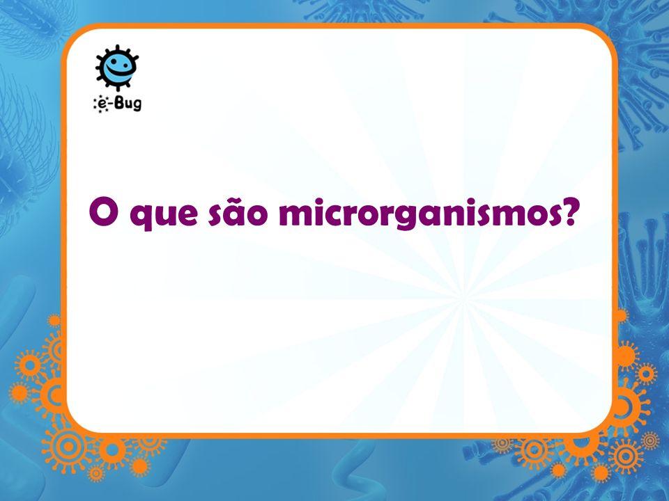 Microrganismos –São organismos unicelulares –Tão pequenos que não podem ser vistos a olho nu –Encontram-se practicamente EM TODO O LADO –São conhecidos por micróbios ou germes –Geralmente dividem-se em 3 grupos diferentes Bactérias Vírus Fungos