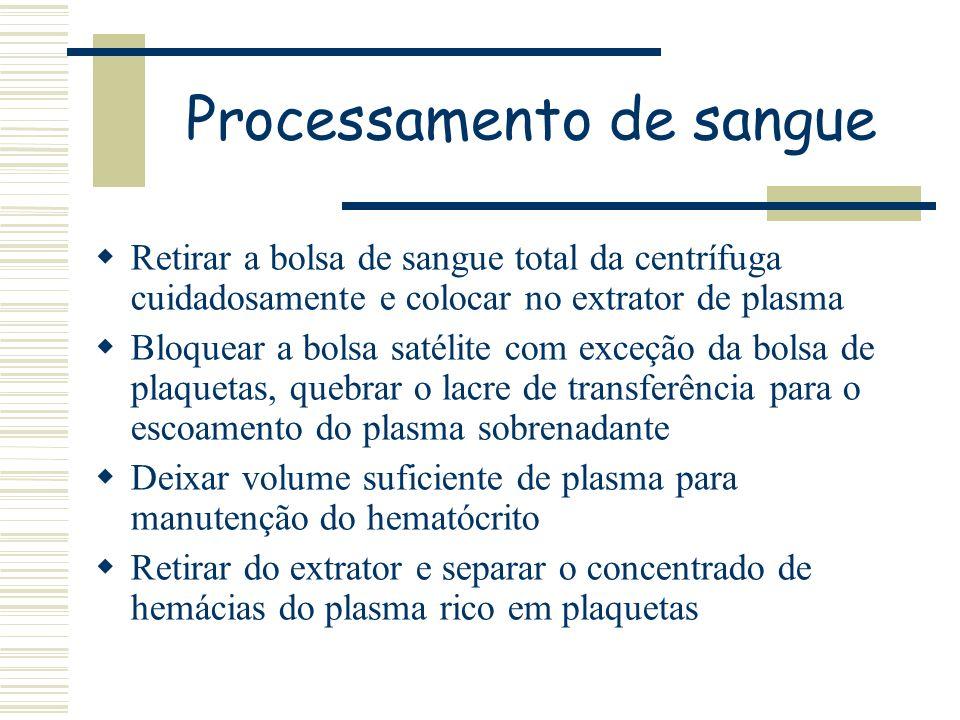 Retirar a bolsa de sangue total da centrífuga cuidadosamente e colocar no extrator de plasma Bloquear a bolsa satélite com exceção da bolsa de plaquet