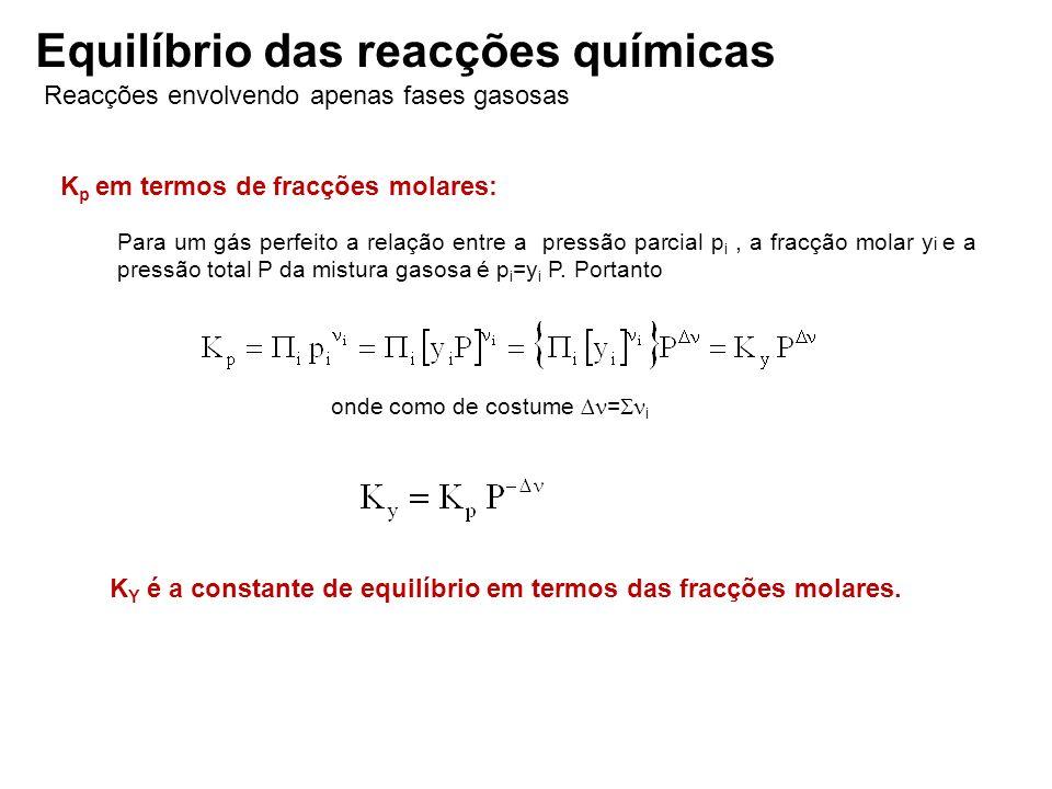K p em termos de fracções molares: Para um gás perfeito a relação entre a pressão parcial p i, a fracção molar y i e a pressão total P da mistura gaso