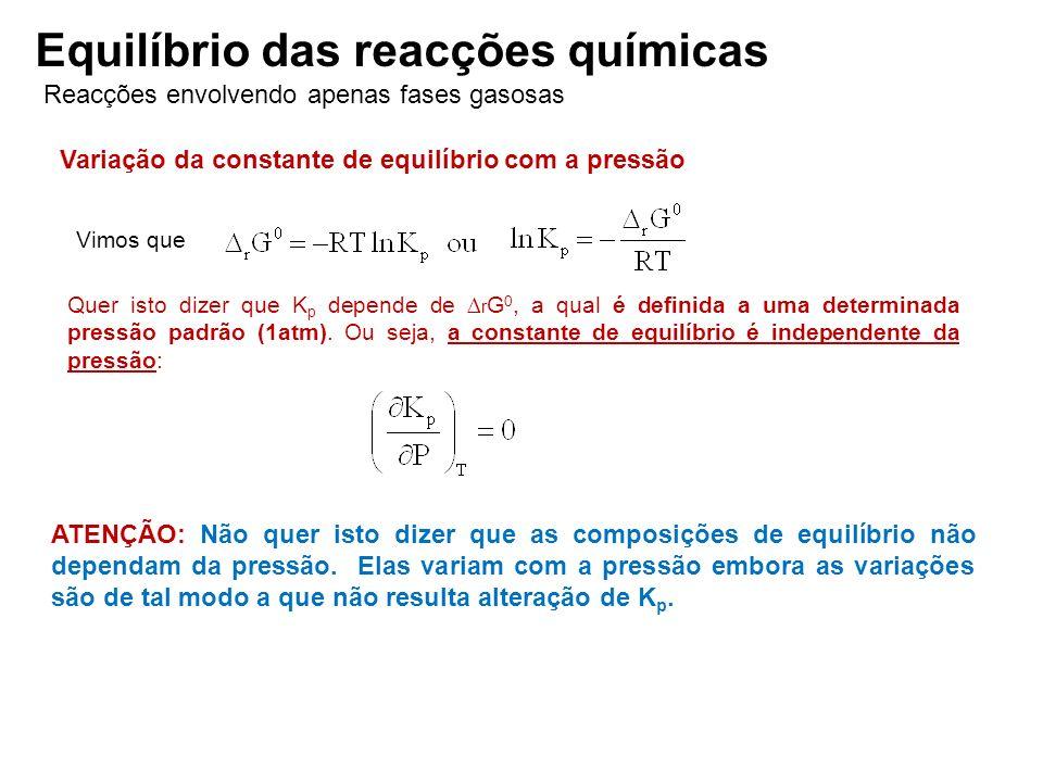 Reacções envolvendo apenas fases gasosas Equilíbrio das reacções químicas Variação da constante de equilíbrio com a pressão Vimos que Quer isto dizer