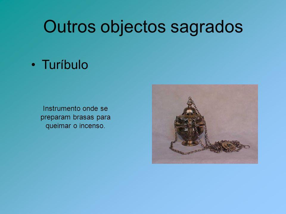 Turíbulo Instrumento onde se preparam brasas para queimar o incenso.