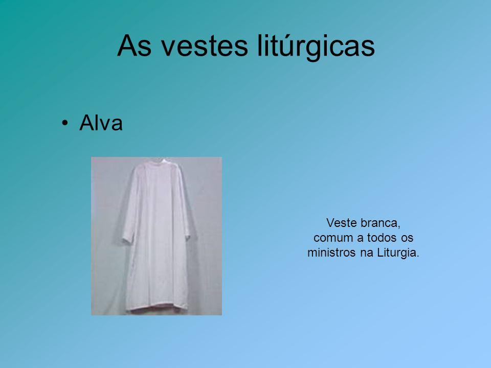 Alva Veste branca, comum a todos os ministros na Liturgia.
