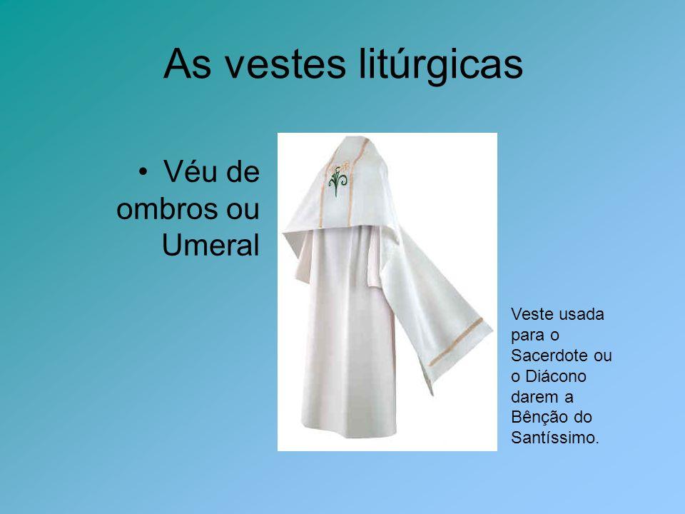 As vestes litúrgicas Véu de ombros ou Umeral Veste usada para o Sacerdote ou o Diácono darem a Bênção do Santíssimo.