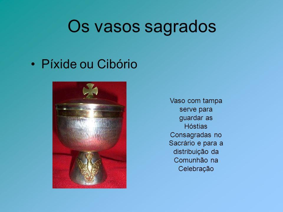 Os vasos sagrados Píxide ou Cibório Vaso com tampa serve para guardar as Hóstias Consagradas no Sacrário e para a distribuição da Comunhão na Celebraç