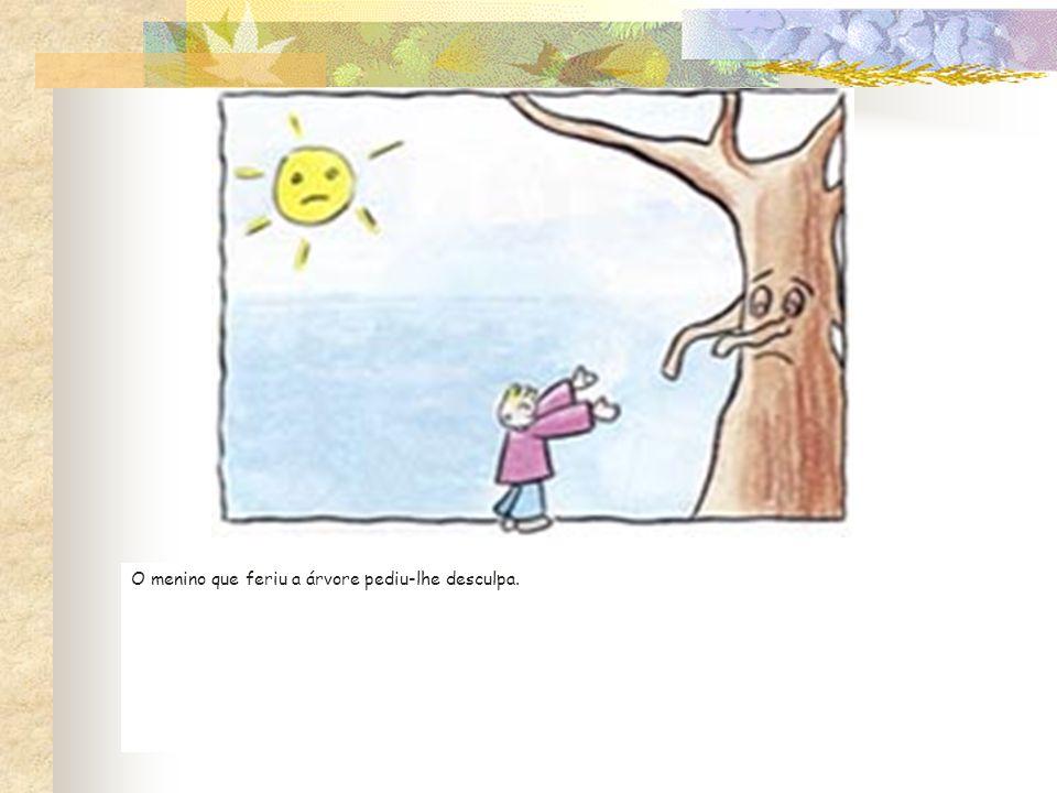 O menino que feriu a árvore pediu-lhe desculpa.