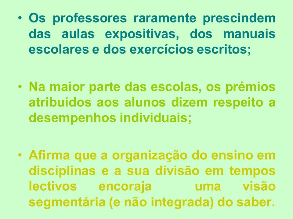 Os professores raramente prescindem das aulas expositivas, dos manuais escolares e dos exercícios escritos; Na maior parte das escolas, os prémios atr