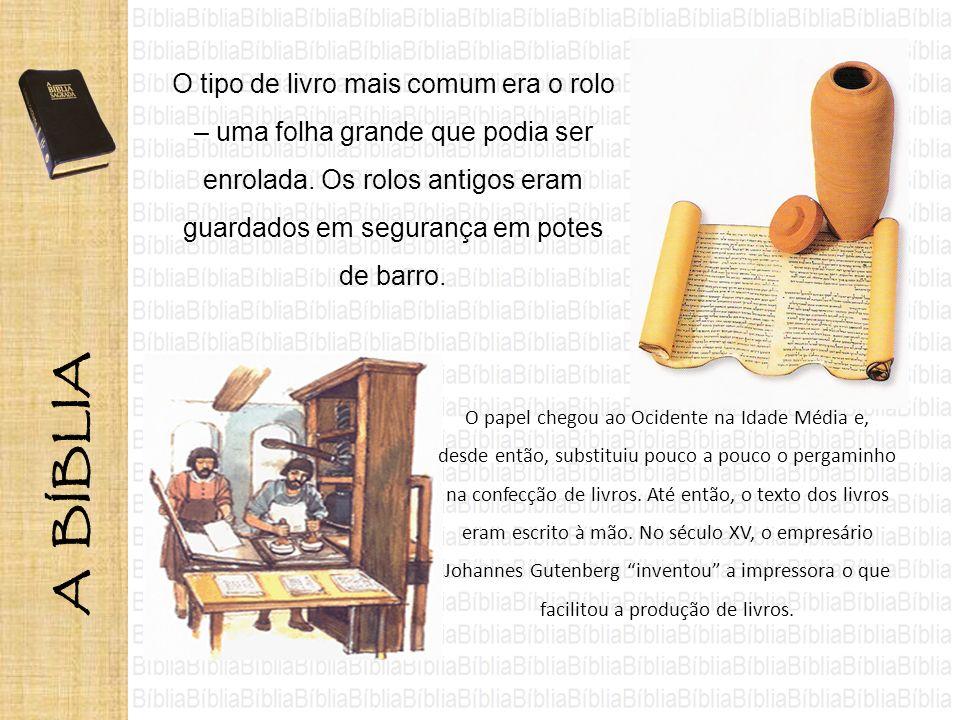 O tipo de livro mais comum era o rolo – uma folha grande que podia ser enrolada. Os rolos antigos eram guardados em segurança em potes de barro. O pap