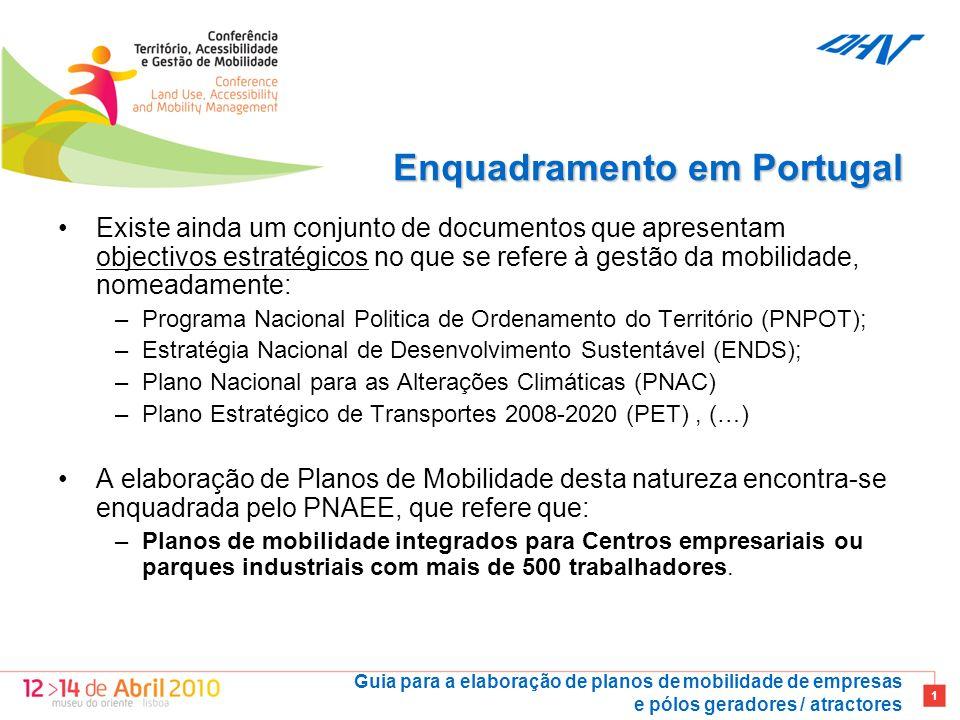 Guia para a elaboração de planos de mobilidade de empresas e pólos geradores / atractores 1 Enquadramento em Portugal Existe ainda um conjunto de documentos que apresentam objectivos estratégicos no que se refere à gestão da mobilidade, nomeadamente: –Programa Nacional Politica de Ordenamento do Território (PNPOT); –Estratégia Nacional de Desenvolvimento Sustentável (ENDS); –Plano Nacional para as Alterações Climáticas (PNAC) –Plano Estratégico de Transportes 2008-2020 (PET), (…) A elaboração de Planos de Mobilidade desta natureza encontra-se enquadrada pelo PNAEE, que refere que: –Planos de mobilidade integrados para Centros empresariais ou parques industriais com mais de 500 trabalhadores.